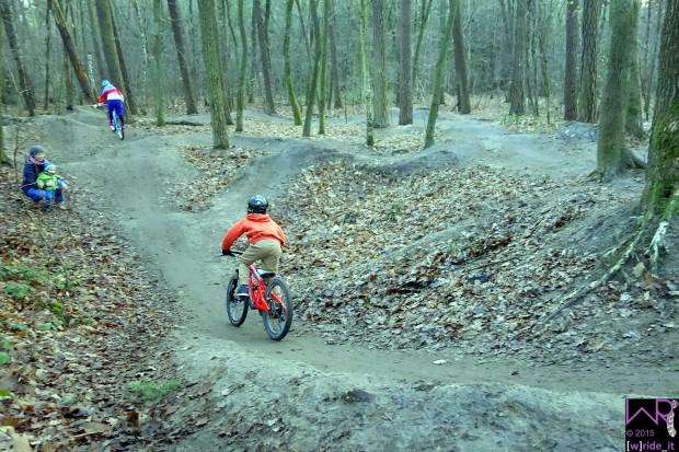 _DSC8075-pumptrack-zabotrails-nuernberg-wride-it-bike-blog
